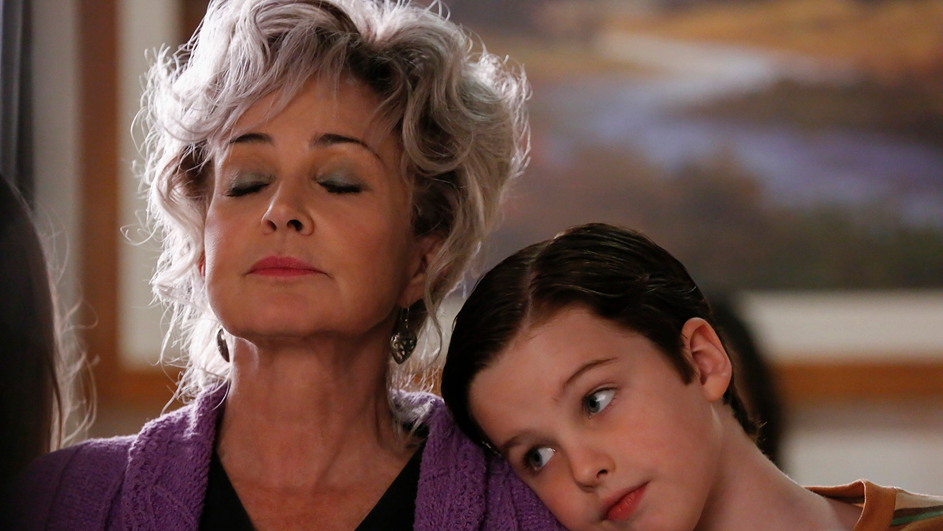 """""""Poker, Faith, and Eggs""""-- Pictured: Meemaw (Annie Potts) and Sheldon (Iain Armitage). When George Sr. is rushed to the emergency room, Meemaw (Annie Potts) comes to babysit, and the kids have an adventure getting to the hospital on their own, when YOUNG SHELDON airs, Thursday Nov. 9 (8:31-9:01 PM, ET/PT) on the CBS Television Network. Photo: Robert Voets/Warner Bros. Entertainment Inc. © 2017 WBEI. All rights reserved."""