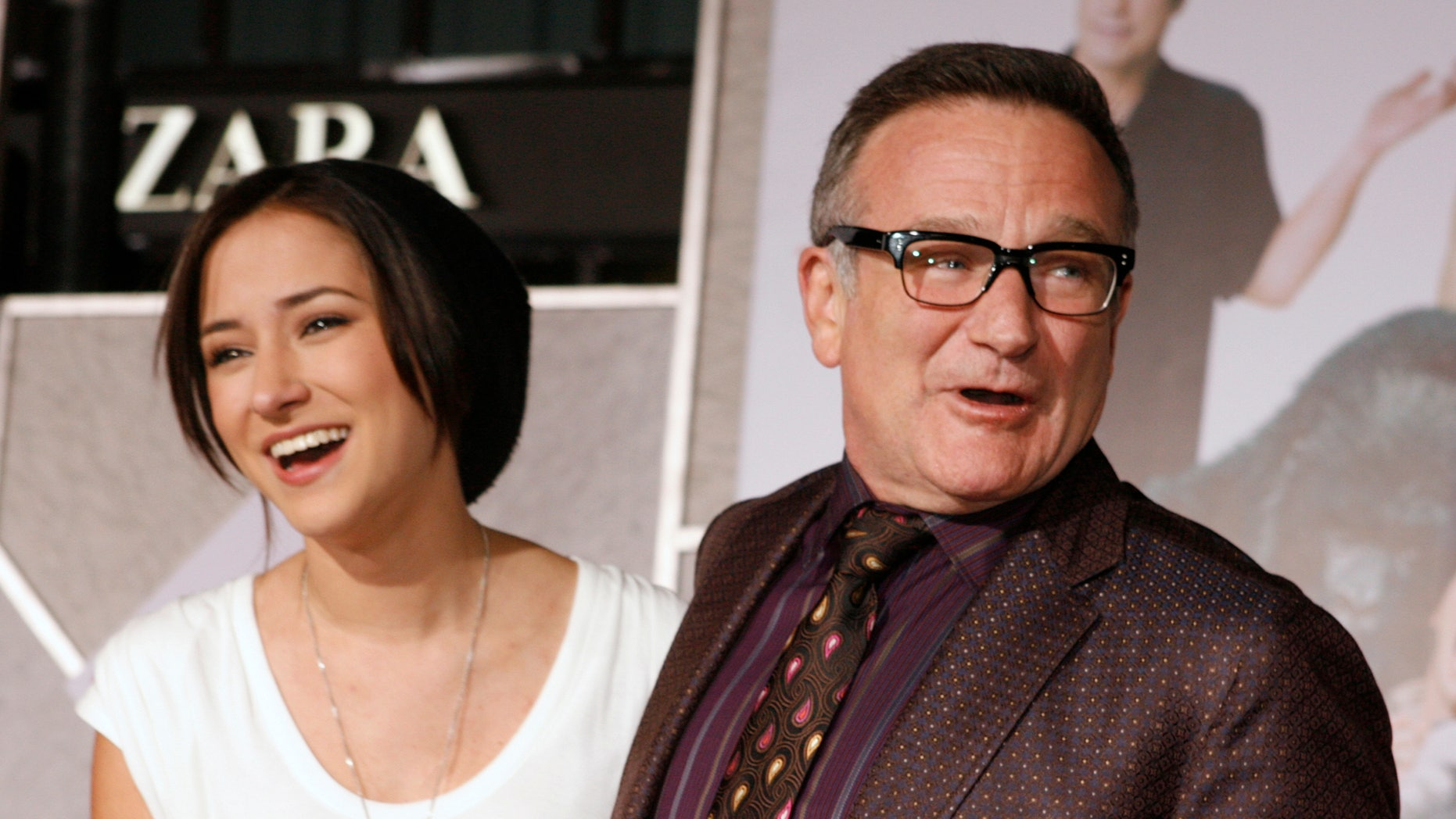 """November 9, 2009. Actor Robin Williams (R) star of the new film """"Old Dogs"""" poses with his daughter Zelda Williams as they arrive in Hollywood, California."""