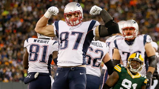GREEN BAY, WI - NOVEMBER 30: Tight end Rob Gronkowski #87 of the New England Patriots celebrates after a first down reception against the Green Bay Packers during the second quarter of the NFL game at Lambeau Field on November 30, 2014 in Green Bay, Wisconsin. (Photo by Christian Petersen/Getty Images)