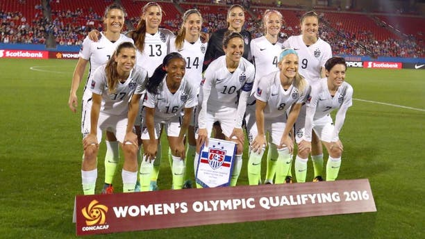 FRISCO, TX - FEBRUARY 10: Team USA poses for a photo before play against Costa Rica during 2016 CONCACAF Women's Olympic Qualifying at Toyota Stadium on February 10, 2016 in Frisco, Texas. (Photo by Ronald Martinez/Getty Images)