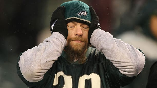 PHILADELPHIA - DECEMBER 2: A fan of the Philadelphia Eagles reacts during the NFL game against the Seattle Seahawks at the Lincoln Financial Field on December 2, 2007 in Philadelphia, Pennsylvania. (Photo by Al Bello/Getty Images)
