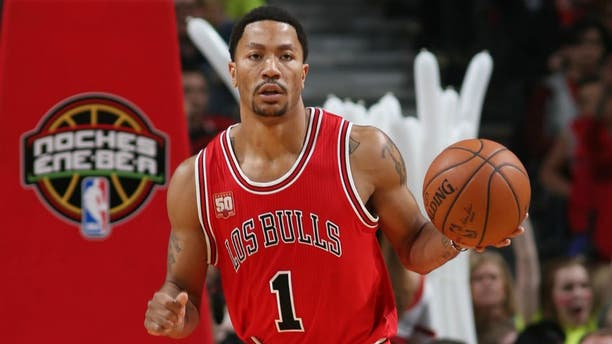 CHICAGO, IL - MARCH 23: Derrick Rose #1 of the Chicago Bulls handles the ball against the New York Knicks on March 23, 2016 at the United Center in Chicago, Illinois. NOTE TO USER: User expressly acknowledges and agrees that, by downloading and or using this Photograph, user is consenting to the terms and conditions of the Getty Images License Agreement. Mandatory Copyright Notice: Copyright 2016 NBAE (Photo by Gary Dineen/NBAE via Getty Images)