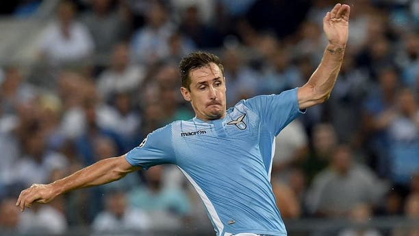 ROME, ITALY - AUGUST 18: Miroslav Klose of SS Lazio in action during the UEFA Champions League qualifying round play off first leg match between SS Lazio and Bayer Leverkusen at Olimpico Stadium on August 18, 2015 in Rome, Italy. (Photo by Giuseppe Bellini/Getty Images)