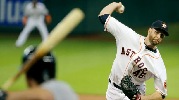 HOUSTON, TX - SEPTEMBER 01: Scott Feldman #46 of the Houston Astros throws a pitch in the first inning to Kyle Seager #15 of the Seattle Mariners during their game at Minute Maid Park on September 1, 2015 in Houston, Texas. (Photo by Scott Halleran/Getty Images)