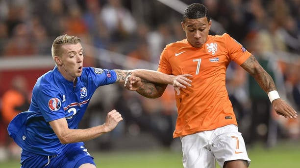 Iceland's defender Birkir Saevarsson (L) vies for the ball with Netherlands' Memphis Depay (R) during the UEFA Euro 2016 qualifying round football match between Netherlands and Iceland at the Arena Stadium, on September 3, 2015 in Amsterdam. AFP PHOTO / JOHN THYS (Photo credit should read JOHN THYS/AFP/Getty Images)