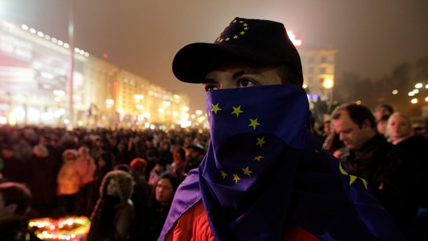 Activists rally in the center of Kiev, Ukraine, in support of Ukraine's integration with the European Union in Kiev, Ukraine, Saturday, Nov. 23, 2013.(AP Photo/Sergei Chuzavkov)