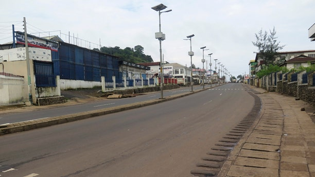 An empty street is seen at the start of a three-day national lockdown in Freetown September 19, 2014. Sierra Leone began a three-day lockdown on Friday in an effort to halt the spread of the Ebola virus, as President Ernest Bai Koroma urged residents to comply with the emergency measures. REUTERS/Umaru Fofana