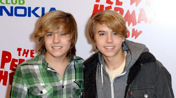 """Actors Cole Sprouse and Dylan Sprouse (L) arrive at the opening night of the """"Pee Wee Herman Show"""" in Los Angeles, California January 20, 2010. REUTERS/Gus Ruelas (UNITED STATES - Tags: ENTERTAINMENT) - RTR298QG"""