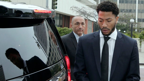 New York Knicks' Derrick Rose arrives at Federal Court in Los Angeles on Oct. 12, 2016.