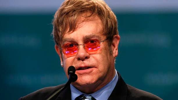 Musician Elton John delivers the keynote speech at the International AIDS 2012 Conference in Washington July 23, 2012. REUTERS/Kevin Lamarque (UNITED STATES - Tags: HEALTH POLITICS ENTERTAINMENT)