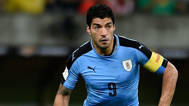 RECIFE, BRAZIL - MARCH 25:  Luis Suarez of Uruguay controls the ball during a match between Brazil and Uruguay as part of 2018 FIFA World Cup Russia Qualifiers at Arena Pernanbuco on March 25, 2016 in Recife, Brazil.  (Photo by Buda Mendes/Getty Images)
