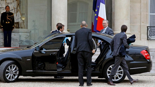 Oct. 29, 2012: Google executive chairman Eric Schmidt, second from right, arrives at the Elysee Palace for a meeting with French President Francois Hollande, in Paris.