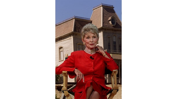 """Actress Janet Leigh, star of the 1960 classic film """" Psycho,"""" does television interviews commemorating the centennial birthday of filmmaker Alfred Hitchcock, August 13 on the Universal Studios lot with the """"Psycho"""" house in the background in 1999."""