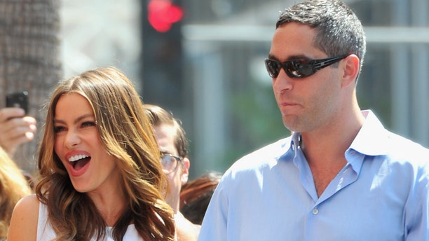 HOLLYWOOD, CA - AUGUST 30:  Actress Sofia Vergara and boyfriend Nick Loeb attend a ceremony honoring actor Ed O'Neill with the 2446th Star on the Hollywood Walk of Fame on August 30, 2011 in Hollywood, California.  (Photo by Alberto E. Rodriguez/Getty Images)