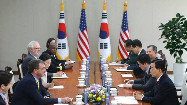 U.S. Defense Secretary Ash Carter, second left, talks with his South Korean counterpart Han Min Koo, right,  during their meeting at the Defense Ministry in Seoul Friday, April 10, 2015.  (AP Photo/Kim Hong-Ji, Pool)