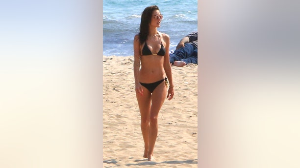 """Alessandra Ambrosio got some sand between her toes, making time for a trip out to the beach in Malibu. The Victoria's Secret supermodel donned a black bikini, absorbing as much sunlight as possible. <a data-cke-saved-href=""""https://www.x17online.com/2016/06/alessandra_ambrosio_blonde_wig_joke_photos_061716"""" href=""""https://www.x17online.com/2016/06/alessandra_ambrosio_blonde_wig_joke_photos_061716"""" target=""""_blank"""">MORE: THANK GOD ALESSANDRA AMBROSIO DIDN'T GO BLONDE</a>"""