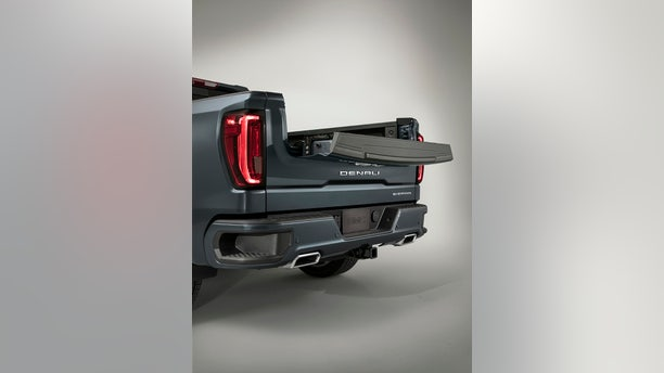 2019 GMC Sierra Denali MultiPro tailgate, inner gate with work surface configuration