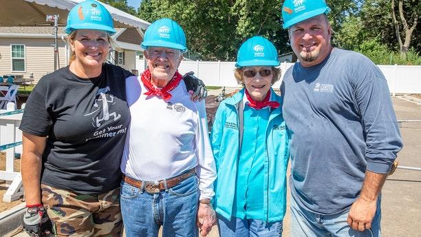 Trisha Yearwod, former President Jimmy Carter, former first lady Rosalynn Carter and Garth Brooks.