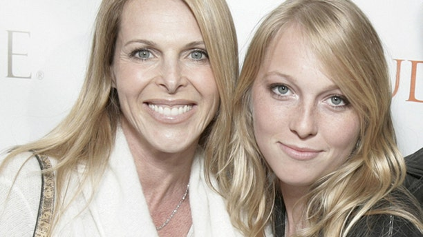 """""""Dynasty"""" star Catherine Oxenberg tells Fox News how she saved daughter India from alleged sex cult NXIVM. The two are pictured here in 2007."""