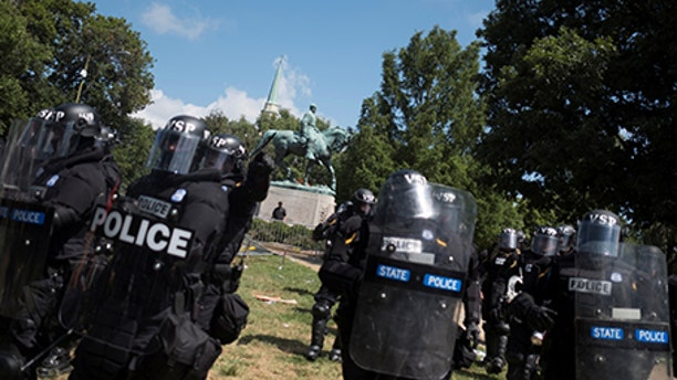 Virginia State Police move in as a crowd of white nationalists clash a group of counter-protesters near a statue of Robert E. Lee in Charlottesville, Virginia, U.S., August 12, 2017.  REUTERS/Justin Ide - RTS1BIR3