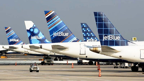 JetBlue is recruiting wannabe pilots through a new training program.