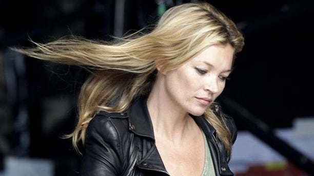 Supermodel Kate Moss arrives at the Other stage to watch her fiance Jamie Hince's band The Kills perform on the fourth day of the Glastonbury Festival in Worthy Farm, Somerset June 25, 2011. REUTERS/Cathal McNaughton (BRITAIN - Tags: ENTERTAINMENT)