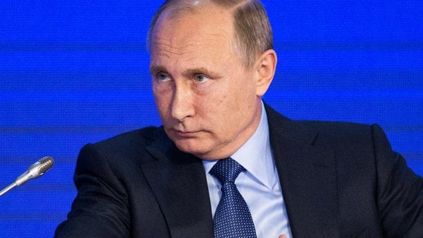 Russian President Vladimir Putin attends the Business Russia Congress in Moscow, Russia, October 18, 2016. REUTERS/Alexander Zemlianichenko/Pool - RTX2PBJL