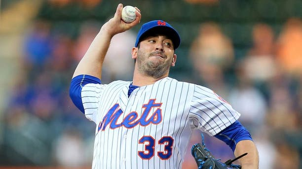 NEW YORK, NY - JULY 25: Matt Harvey #33 of the New York Mets in action against the Los Angeles Dodgers at Citi Field on July 25, 2015 in Flushing neighborhood of the Queens borough of New York City. Mets defeated the Dodgers 15-2 (Photo by Mike Stobe/Getty Images)