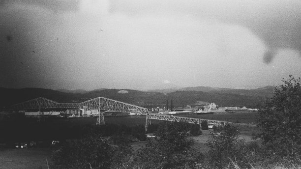 The Mount St. Helens eruption with the Longview Bridge in the foreground