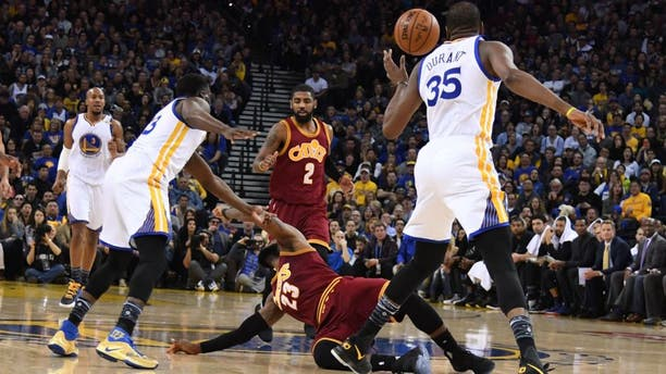 January 16, 2017; Oakland, CA, USA; Golden State Warriors forward Draymond Green (23) collides with Cleveland Cavaliers forward LeBron James (23) during the second quarter at Oracle Arena. Mandatory Credit: Kyle Terada-USA TODAY Sports