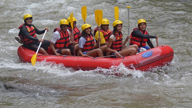 Former United States President Barack Obama (2nd L), his wife Michelle (3rd L) along with his daughters Sasha (C) and Malia (2nd R) go  rafting while on holiday in Bongkasa Village, Badung Regency, Bali, Indonesia June 26, 2017 in this photo taken by Antara Foto.  Antara Foto/Wira Suryantala/ via REUTERS   ATTENTION EDITORS - THIS IMAGE WAS PROVIDED BY A THIRD PARTY. MANDATORY CREDIT. INDONESIA OUT. NO COMMERCIAL OR EDITORIAL SALES IN INDONESIA.           TPX IMAGES OF THE DAY - RTS18N14