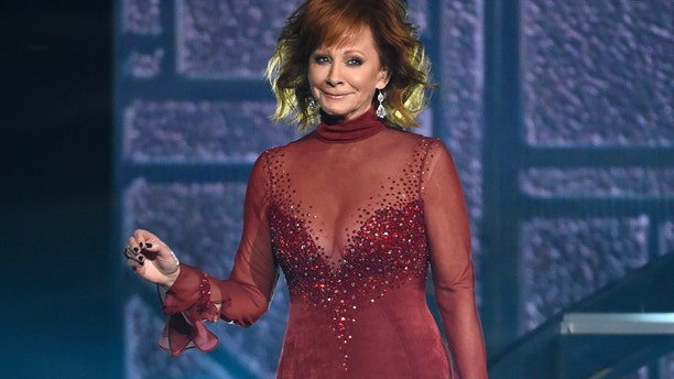 """Reba McEntire performs """"Does He Love You"""" at the 53rd annual Academy of Country Music Awards at the MGM Grand Garden Arena on Sunday, April 15, 2018, in Las Vegas. (Photo by Chris Pizzello/Invision/AP)"""