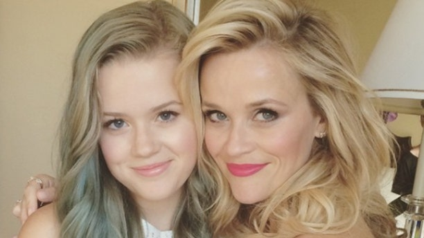 Actress Reese Witherspoon poses with daughter, Ava Phillippe, in 2015.