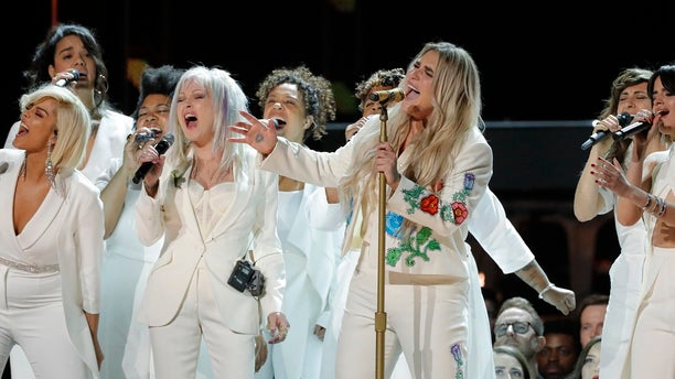 Kesha delivered an emotionally-charged performance Sunday night at the 2018 Grammy Awards.