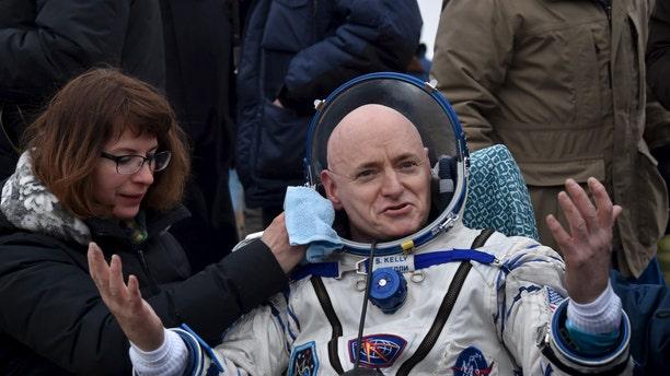 U.S. astronaut Scott Kelly reacts shortly after landing near the town of Dzhezkazgan (Zhezkazgan), Kazakhstan, March 2, 2016. (REUTERS/Kirill Kudryavtsev/Pool)