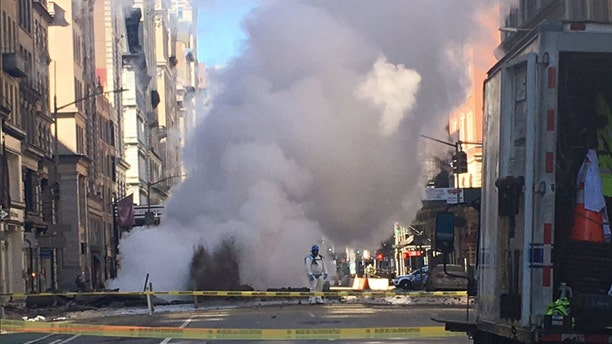 A steam pipe explosion in New York on Thursday temporarily displaced 500 people from their homes.