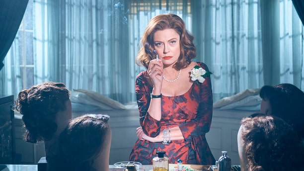 FEUD: BETTE & JOAN -- Pictured: Susan Sarandon as Bette Davis. CR: Kurt Iswarienko/FX.