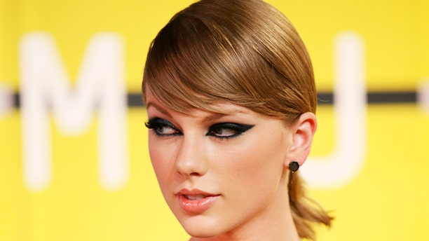 August 30, 2015. Taylor Swift arrives at the 2015 MTV Video Music Awards in Los Angeles, California.