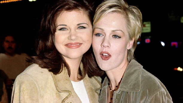 "Actresses Tiffany-Amber Theissen  (L) and Jennie Garth, stars of the television series ""Beverly Hills 90210,"" arrive as guests for the premiere of actor Jim Carrey's new film, ""Ace          Ventura: When Nature Calls,"" November 8. The film is about the adventures of the world's only detective who specializes in finding lost animals - RTXFLU7"