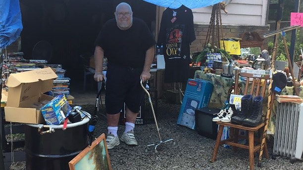 Willie Davis has been selling his possessions to raise enough money to be buried beside his parents in Virginia.