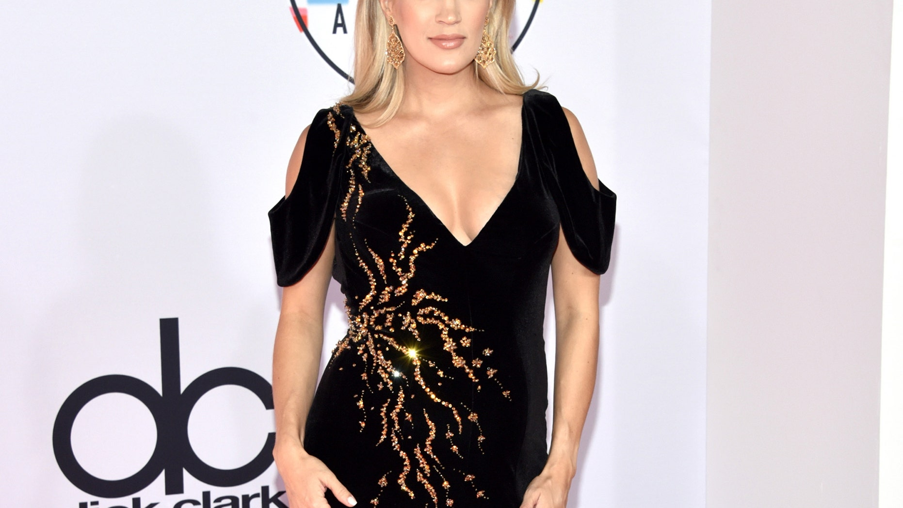 Carrie Underwood Cradles Baby Bump on the Red Carpet for 2018 AMA's