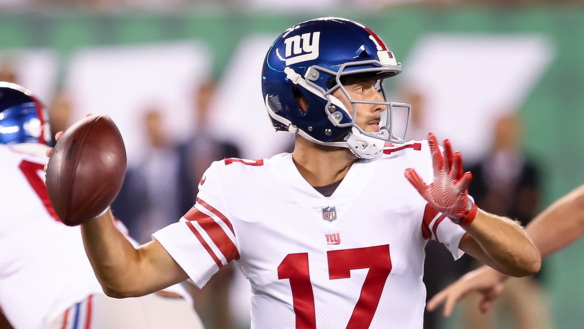 New York Giants quarterback Kyle Lauletta (17) in action during the National Football League preseason game between the New York Giants and the New York Jets on August 24, 2018 at MetLife Stadium in East Rutherford, NJ.