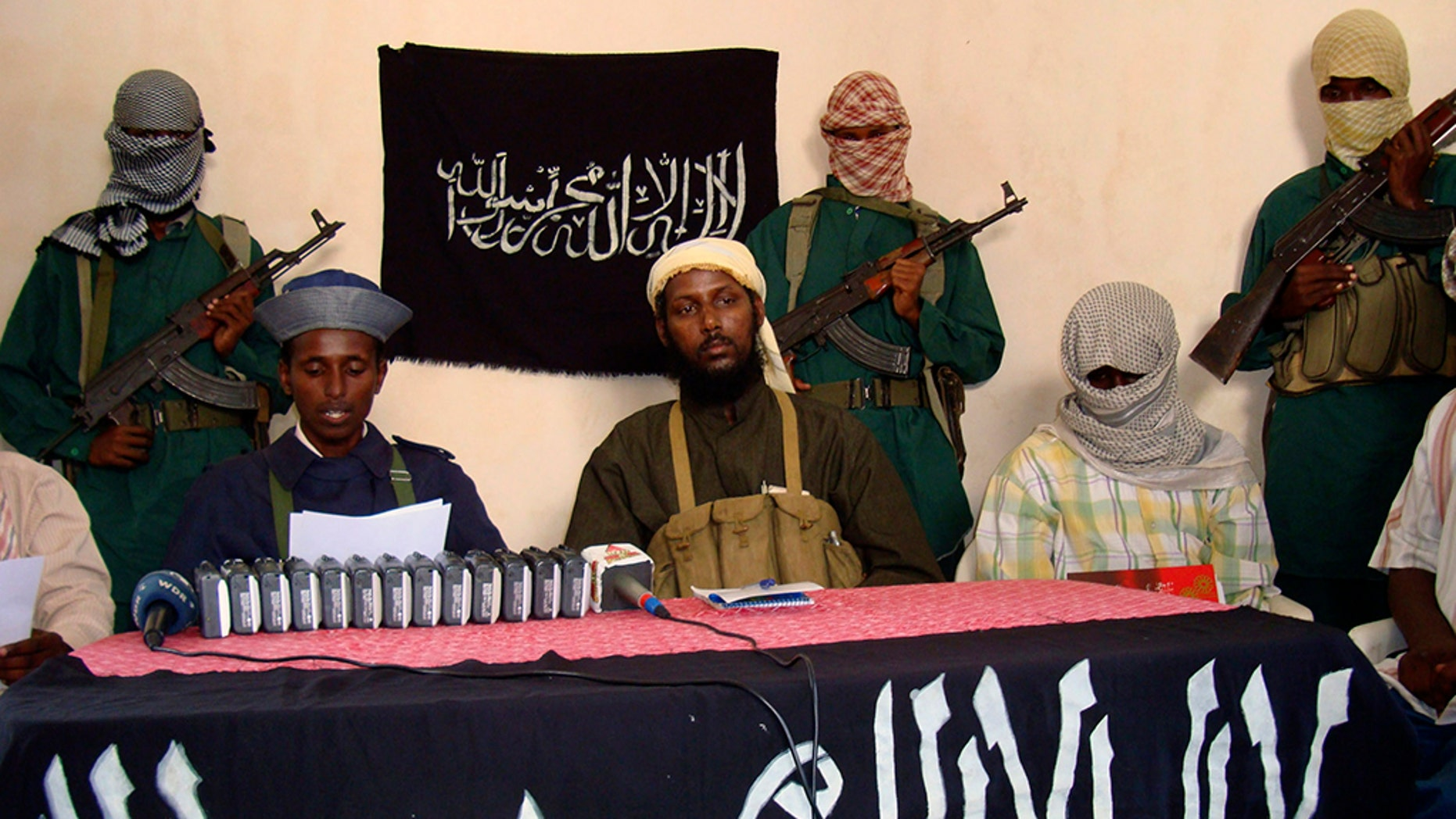 Somalia's Islamic al-Shabab spokesman Sheik Muktar Robow Abu Mansur (C) addresses a news conference where he vowed to step up attacks against government soldiers and foreign troops in Mogadishu December 14, 2008.  REUTERS/Feisal Omar (SOMALIA) - GM1E4CE1T8801