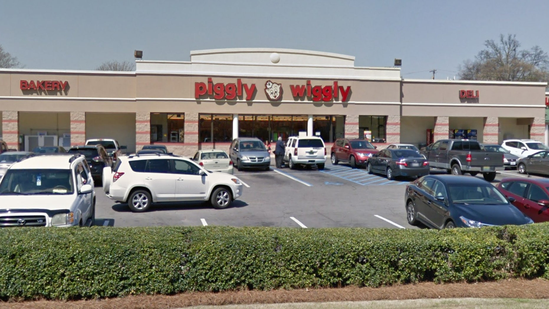 A Piggly Wiggly customer who misplaced her wallet with nearly $300 cash is praising the youngemployee who returned it.