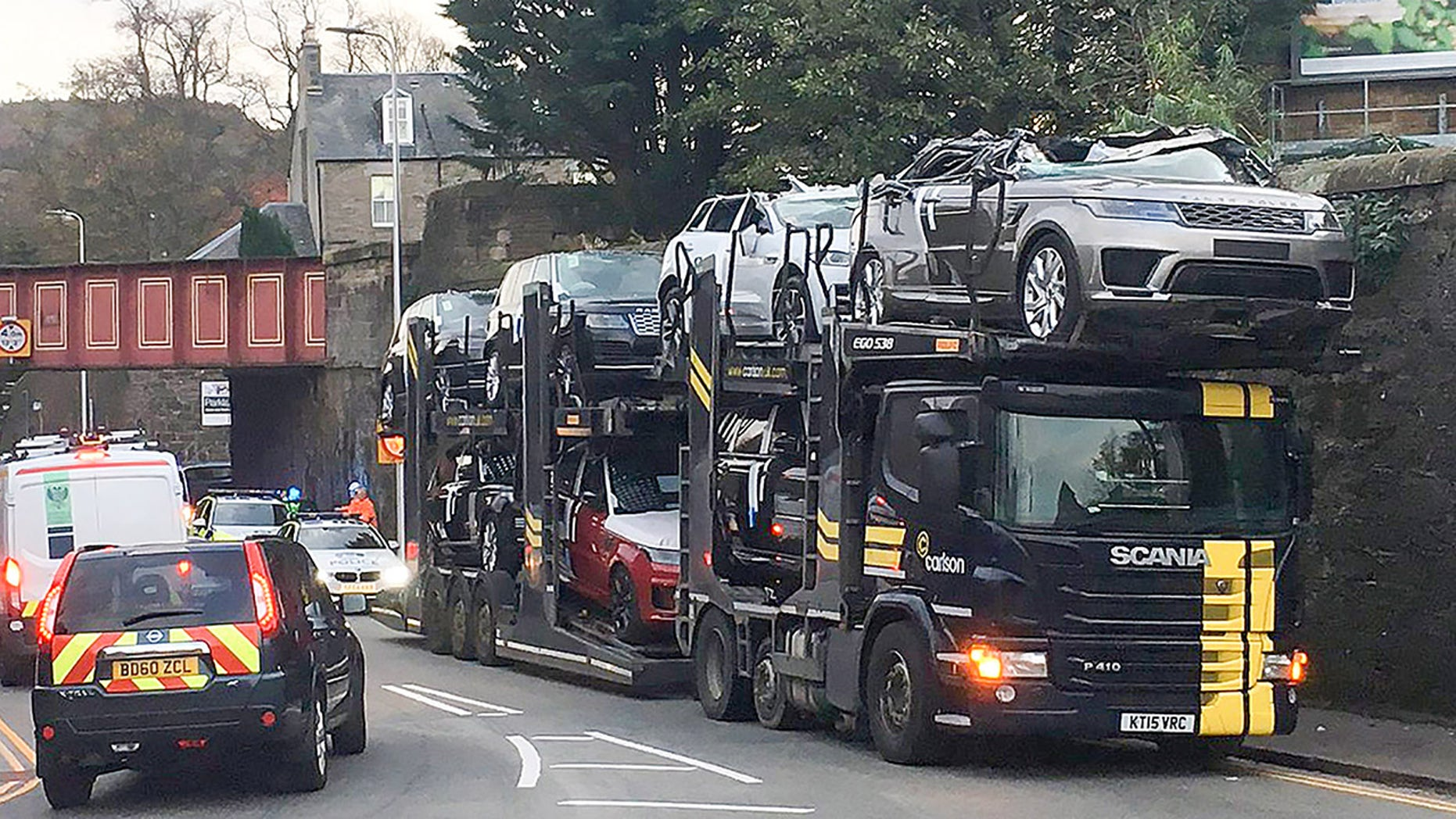 Range Rover Evoque Convertible >> $350,000 worth of SUVs on transport truck smashed by low ...