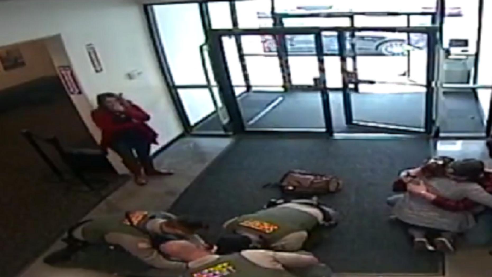 Oregon sheriff's deputies save infant who stopped breathing