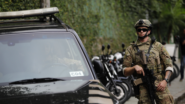 """A federal police officer standing guard in Rio de Janeiro, in October 2018. The city is set to try """"license to kill"""" policing next year, according to a report. (AP Photo/Leo Correa, File)"""