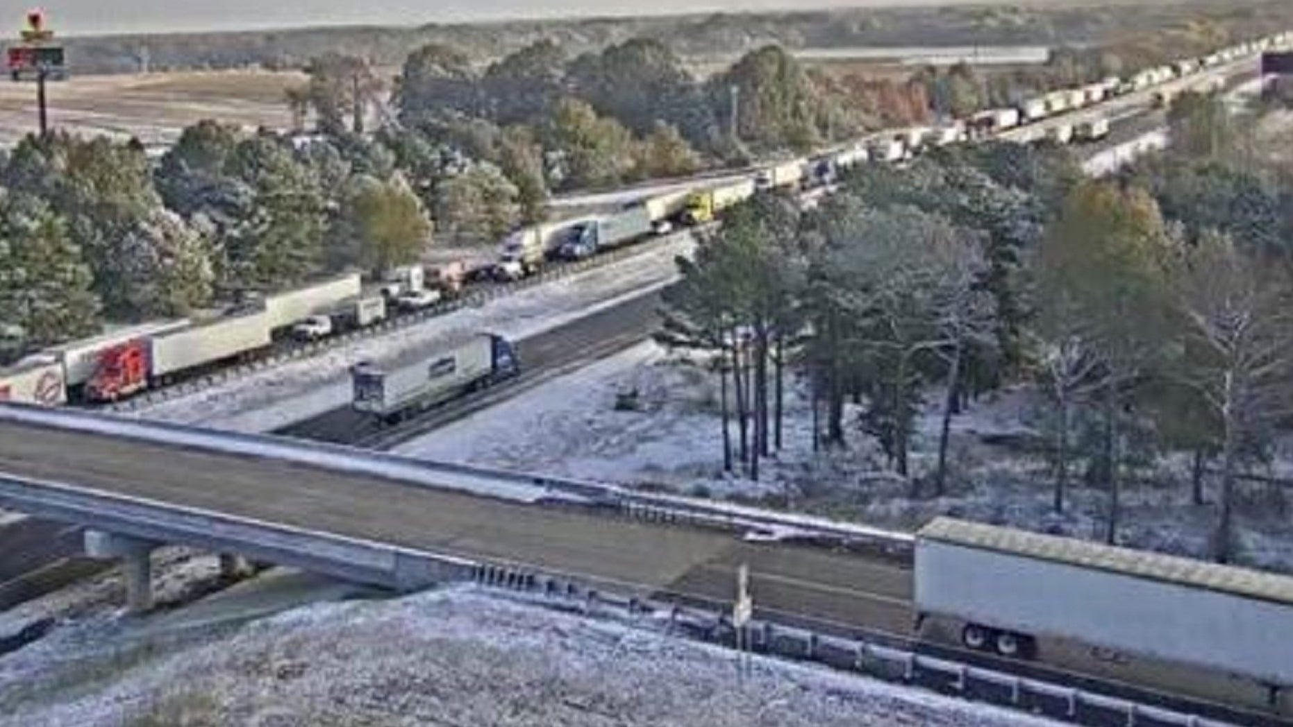 Traffic is shown stopped along Interstate 40 between the cities of Forrest City and Brinkley.