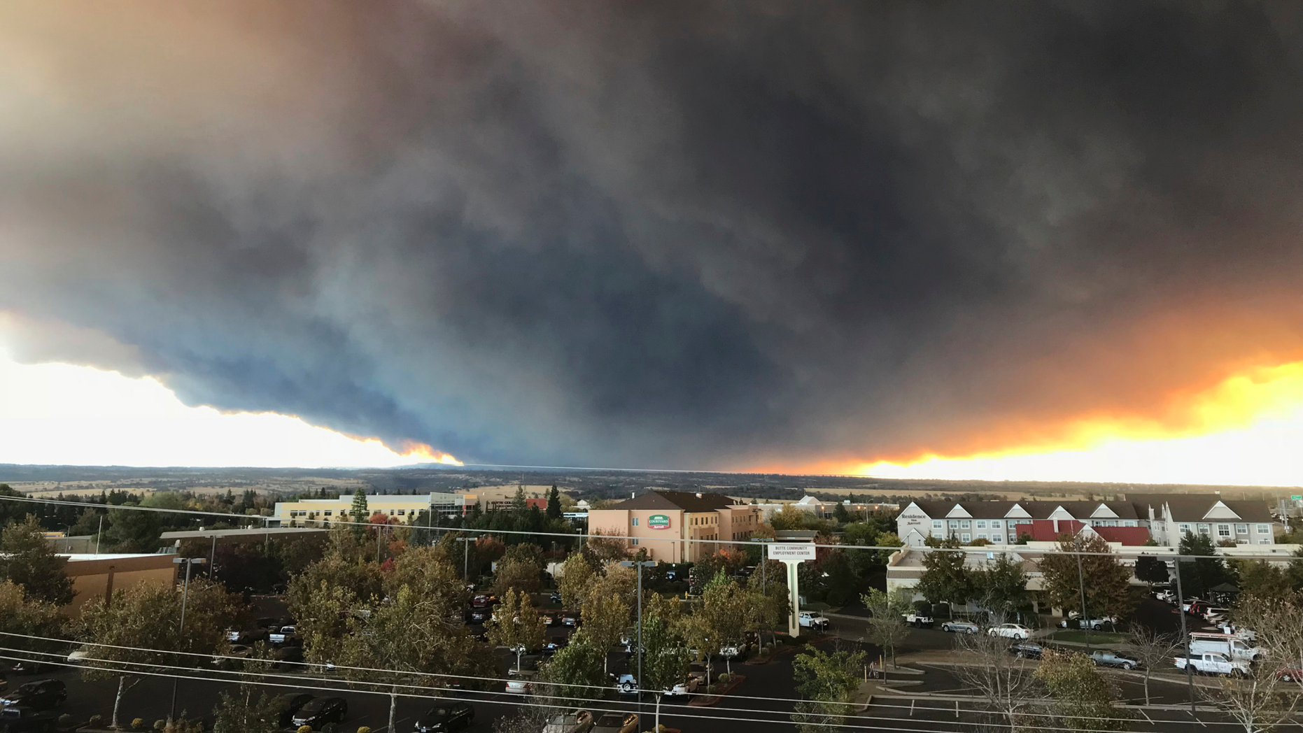 Thousands flee raging wildfires in California