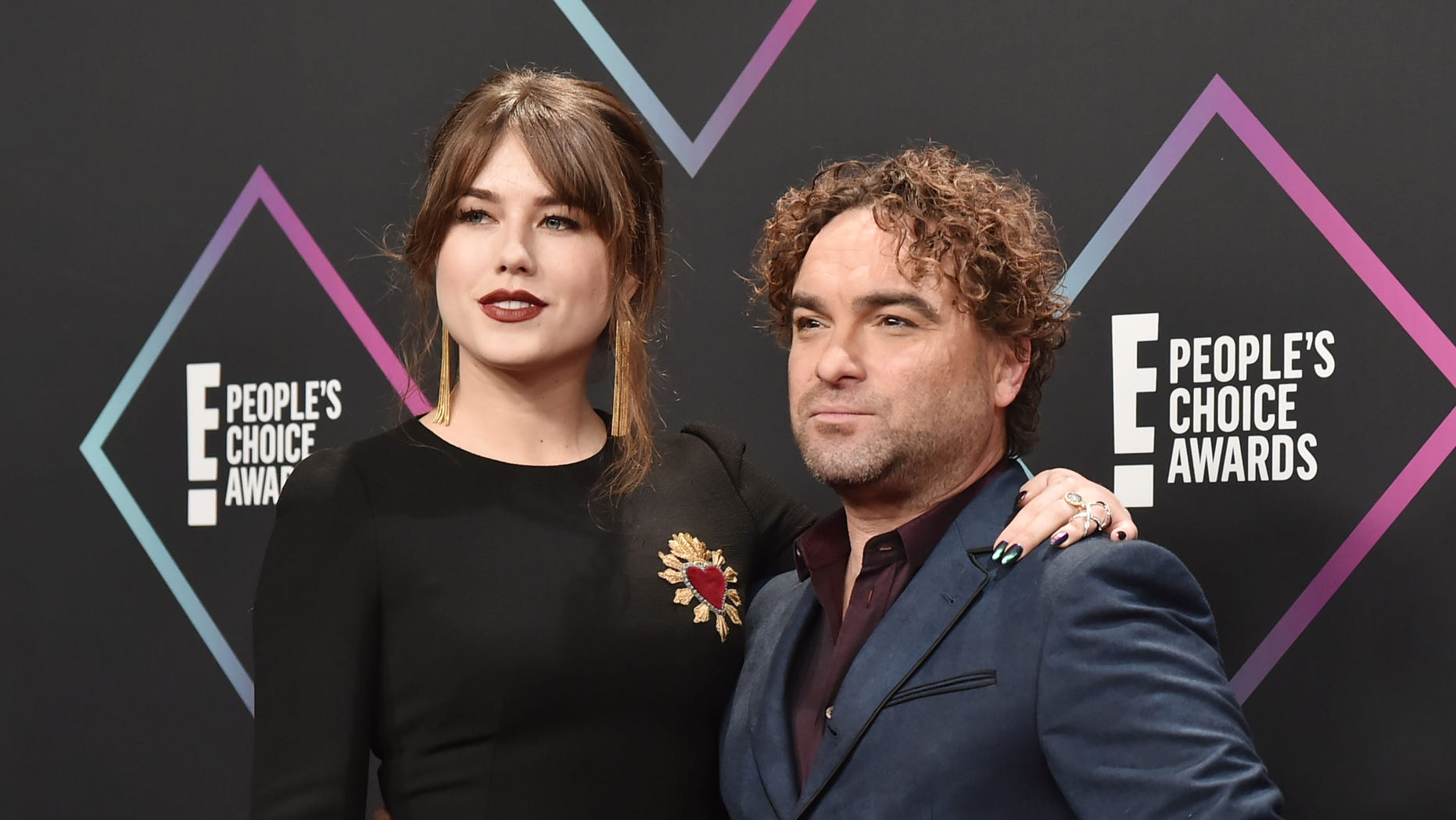 Alaina Meyer and Johnny Galecki arrive at E! People's Choice Awards at Barker Hangar on November 11, 2018 in Santa Monica, California.